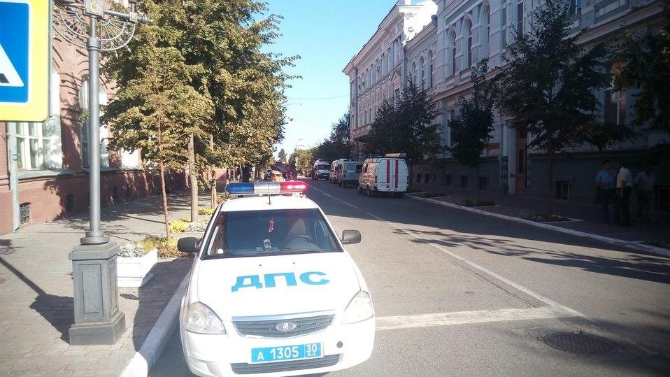 Изздания администрации губернатора Астраханской области эвакуируют людей