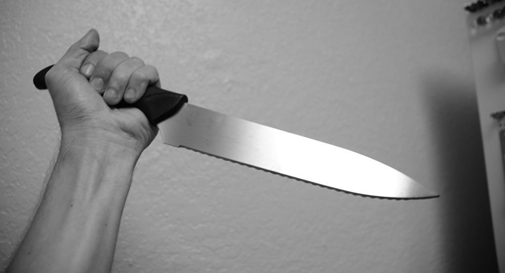 ВАстрахани пенсионер напал на супругу сножом