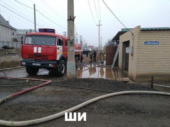 В Астрахани пожар чуть не спалил улицу