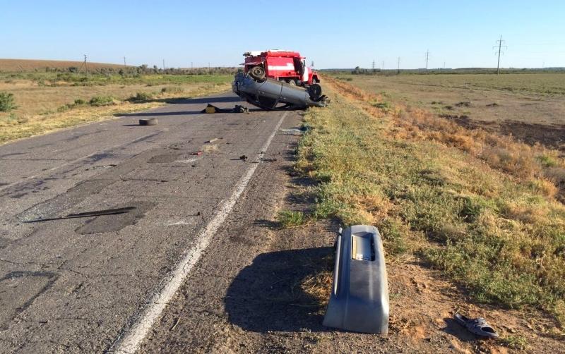 Под Астраханью шофёр вылетел изопрокинувшейся машины на26 метров